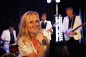 Coverband EarCandy voor uw bruiloft, bedrijfsfeest, jubileum, trouwen. Join the Party!